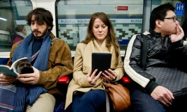 Readers-on-the-tube-007