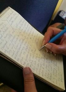 Lucy EScribiendo