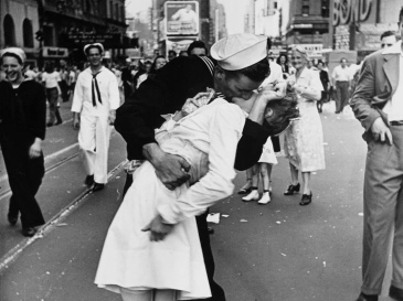 VJ_Day_Kiss_Alfred_Eisenstaedt